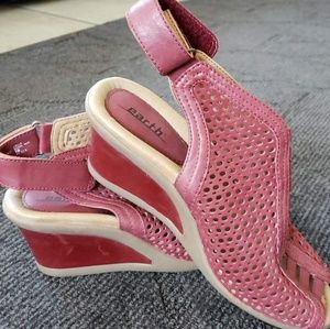 Earth brand red wedges